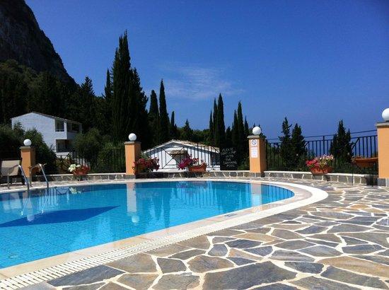 Dina's Paradise Hotel & Apartments: Pool Area
