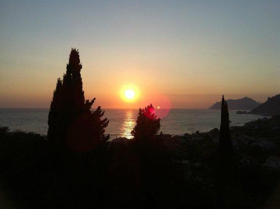 Dina's Paradise Hotel & Apartments: Sunsets Galore