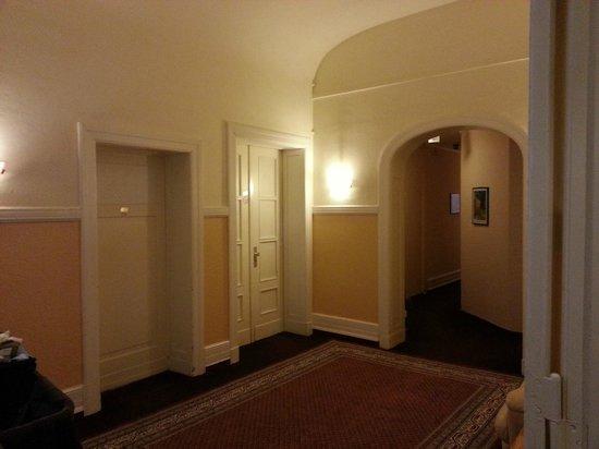 Hotel Castell: Hotel corridor