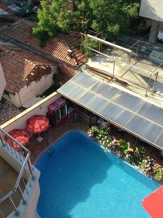 Italia : Вид с балкона на бассейн