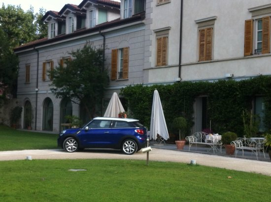 Art Hotel Varese: Hotel und Garten
