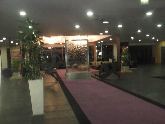 Clarion Suites Senart Paris Sud: hall et salon