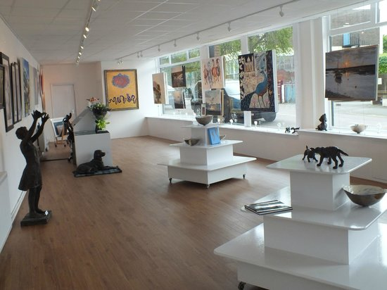 The Saffron Walden Gallery: Inside the gallery