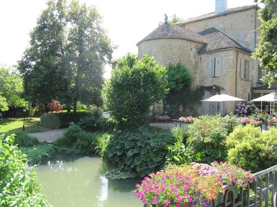 Chateau d'Ige: vue depuis le parc de l'hôtel