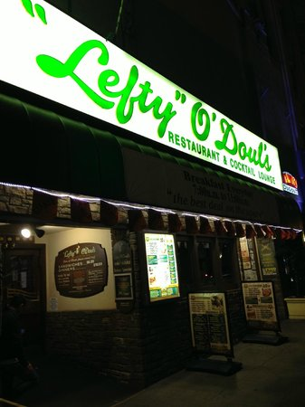 Lefty O'Doul's: The pub looked nice at night