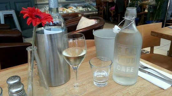 Seafood Cafe: Water and Wine!