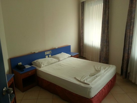 Happy Apart Hotel: BEDROOM