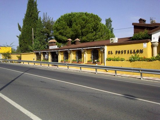 Fonda El Postillon: Street