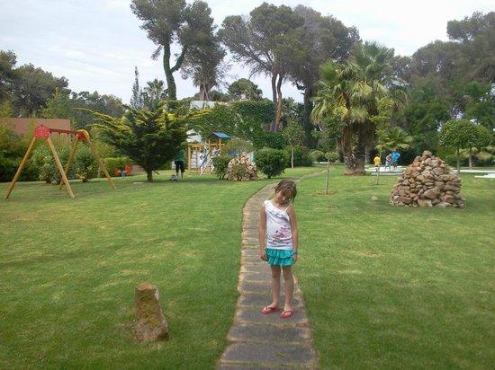 OLA Hotel Maioris : aire de jeux et mini golf