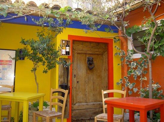 Hotel Le Colbert : Le Colbert courtyard garden
