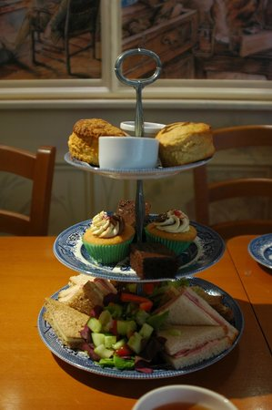 Bowness-on-Windermere, UK: High Tea for two at the tearoom