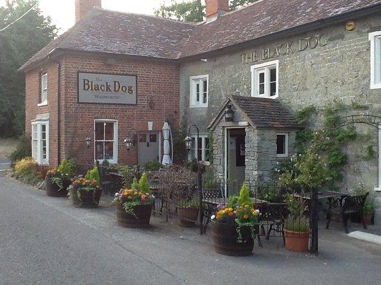 Pretty pub near Stonehenge - The Black Dog Inn, Chilmark