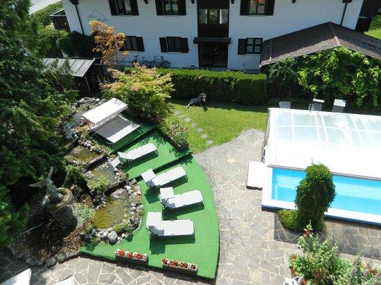 Hotel Rheinischer Hof : view to the pool