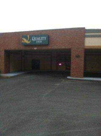 Quality Inn : front Entrance
