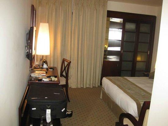 Al Ain Palace Hotel: Standard Room with Mini Bar