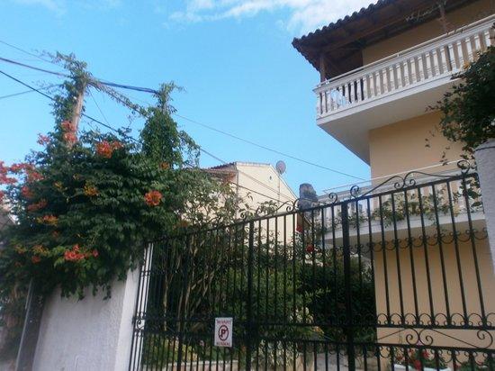 Dina Apartments Apt