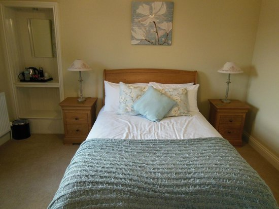 Church House Farm: My room -- looks like a page from a magazine!