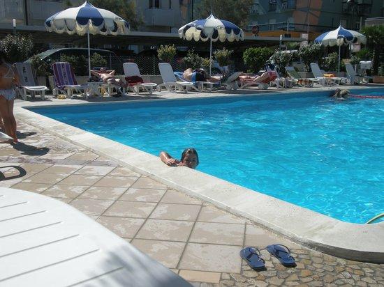 Hotel Italia: uno scorcio della piscina