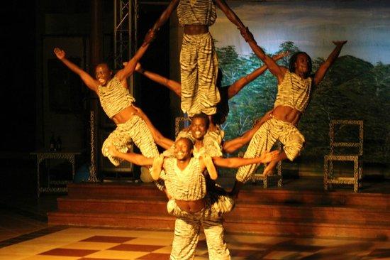 Baobab Beach Resort & Spa: Masai acrobat show