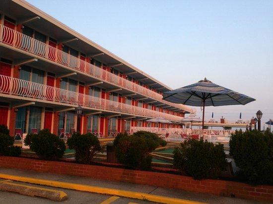 Gold Crest Motel