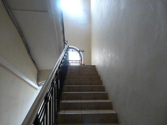 Nevskiy Express Hotel: Escadas de acesso à recepção