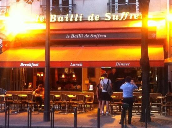 It 39 s near the eiffel tower picture of le bailli de for Le miroir resto paris