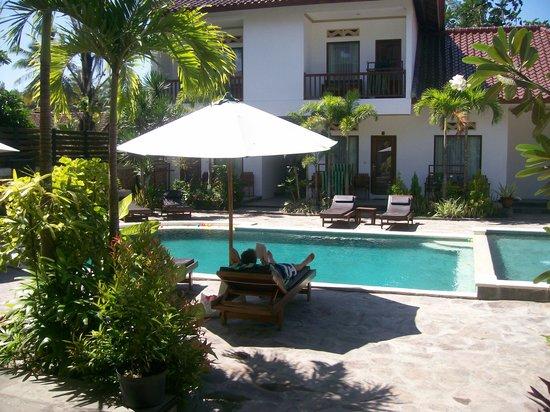 Family House Lombok: pool area