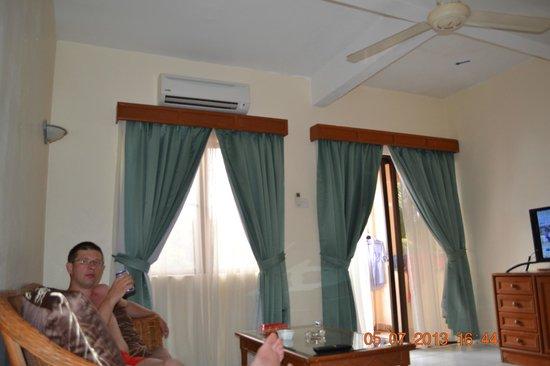 Tioman Horizon Condotel : уютный холл номера