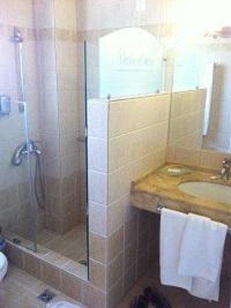 Verde al Mare Hotel: Our bathroom