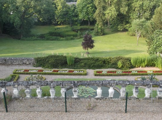Chateau de Vaugrignon : The garden of the chateau - view from room