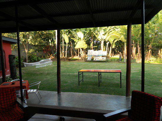 Kundayo Serviced Apartments Lodge: Backyard