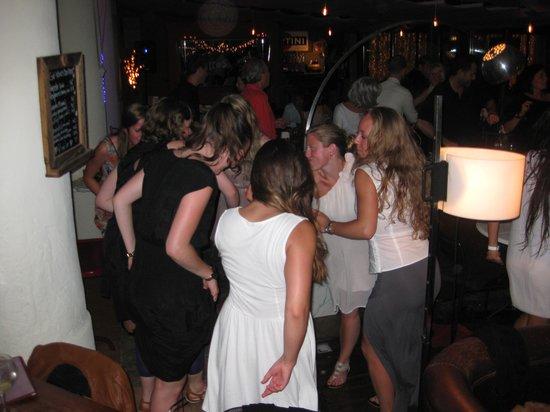 Restaurant Aiguaclara: Bailando