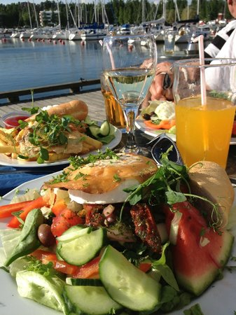 Haukilahden paviljonki: Goat cheese salad with a kid meal in the back