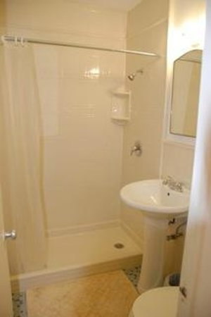 The Hotel Deauville: Bran new bathrooms in all rooms