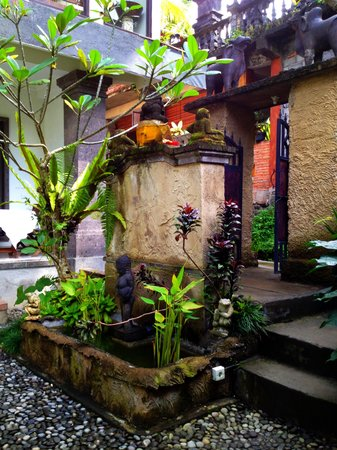 Mulawarman Ubud Bali: Entrance to guesthouse