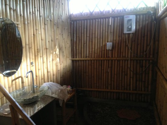 Bamboo Heaven Home: wonderful open air bathroom