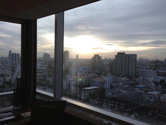 Le Meridien Bangkok: View from 16th floor corner room