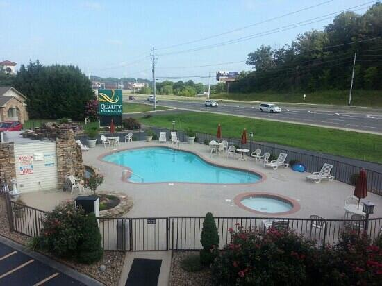 Quality Inn & Suites River Suites : outdoor pool and jacuzzi