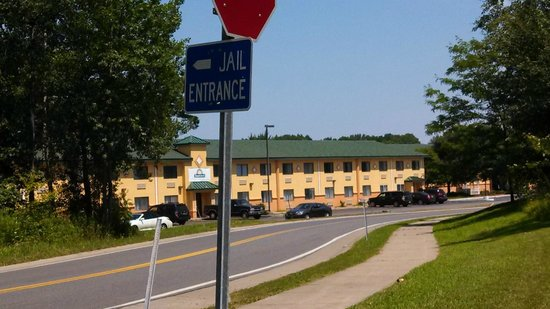 Days Inn Albany Airport: Sign for County Jail