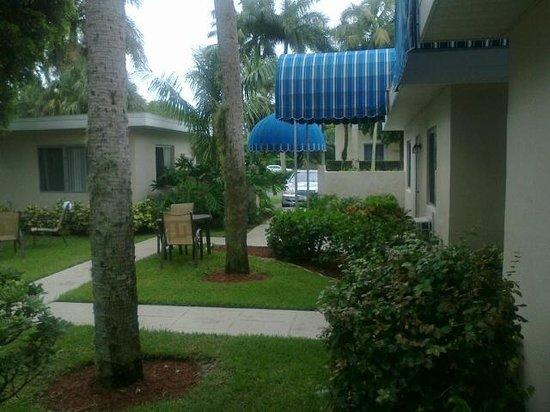 Sandrift Club: Courtyard seen from room