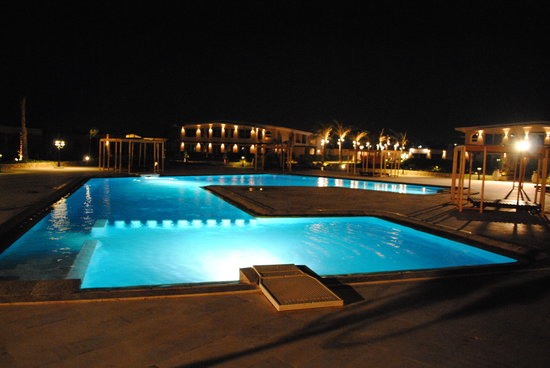 Omneya Le Mirage Bay Front Hotel: piscina di notte