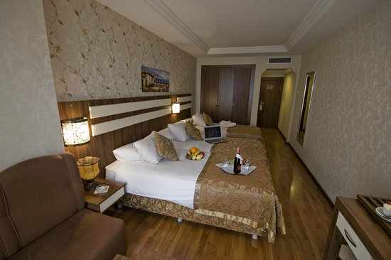 Aspen Hotel : TRIPLE ROOM