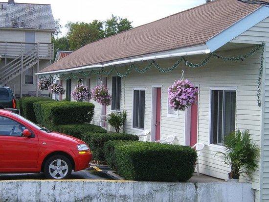 Highlander Motel : Exterior
