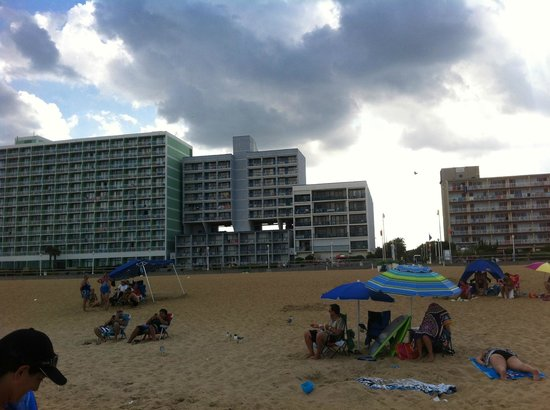 Econo Lodge Oceanfront: View of the Hotel from the Beach