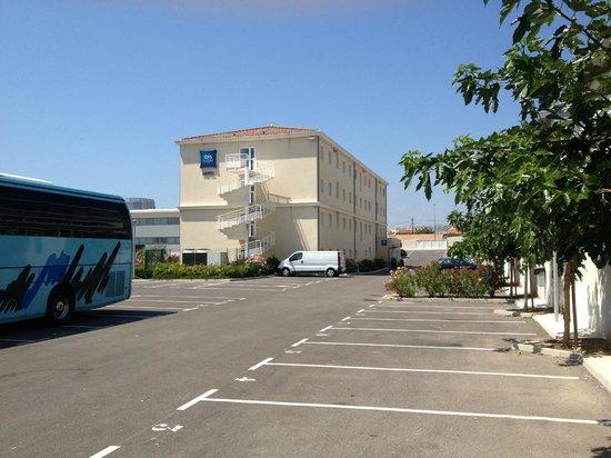 Ibis Budget Marseille l'Estaque: Vue parking