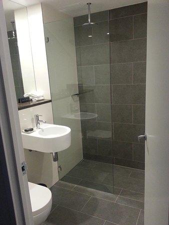 Ovolo 1888 Darling Harbour: bathroom