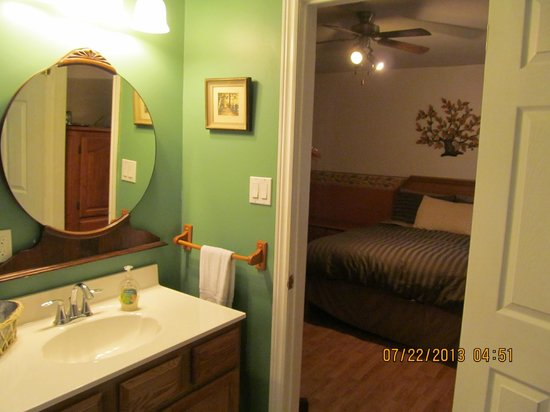 Twin Pines Bed and Breakfast : Oak Room