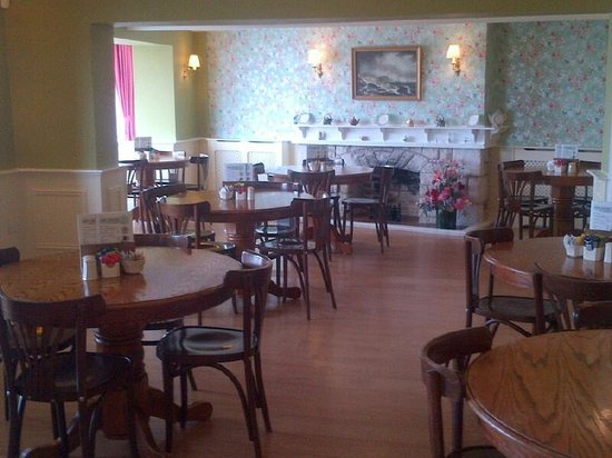 Ship Ashore Tea Rooms: Spacious indoor seating area