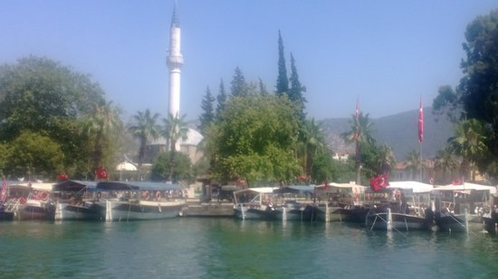 Riverside Hotel: Dalyan harbour and mosque