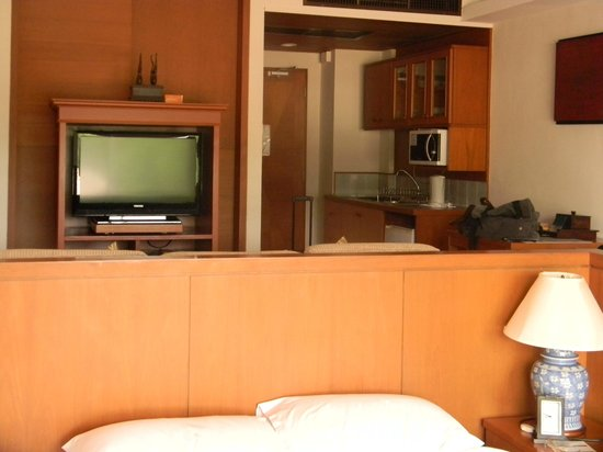 Kantary Bay, Phuket: Crammed and dated look - especially kitchenette.